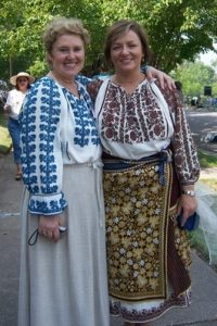 Raluca Octav & Vicki Albu in traditional Romanian attire
